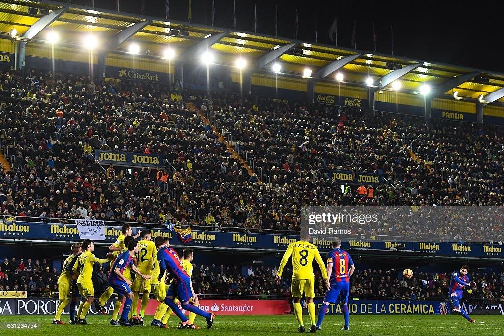 Lionel Messi of FC Barcelona scores his team's first goal during the La Liga match between Villarreal CF and FC Barcelona at Estadio de la Ceramica stadium on January 8, 2017 in Villarreal, Spain.