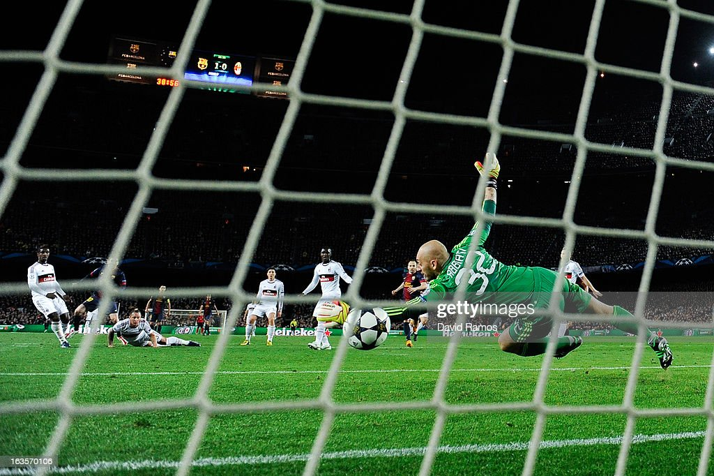 Lionel Messi of FC Barcelona scores his team's second goal during the UEFA Champions League round of 16 second leg match between FC Barcelona and AC Milan at the Camp Nou Stadium on March 12, 2013 in Barcelona, Spain.