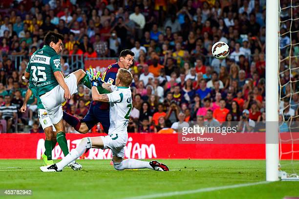 Lionel Messi of FC Barcelona scores the opening goal during the Joan Gamper Trophy match between FC Barcelona and Club Leon at Camp Nou on August 18...