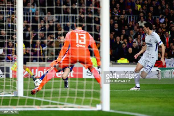 Lionel Messi of FC Barcelona scores the opening goal past Thibaut Courtois of Chelsea during the UEFA Champions League Round of 16 Second Leg match...