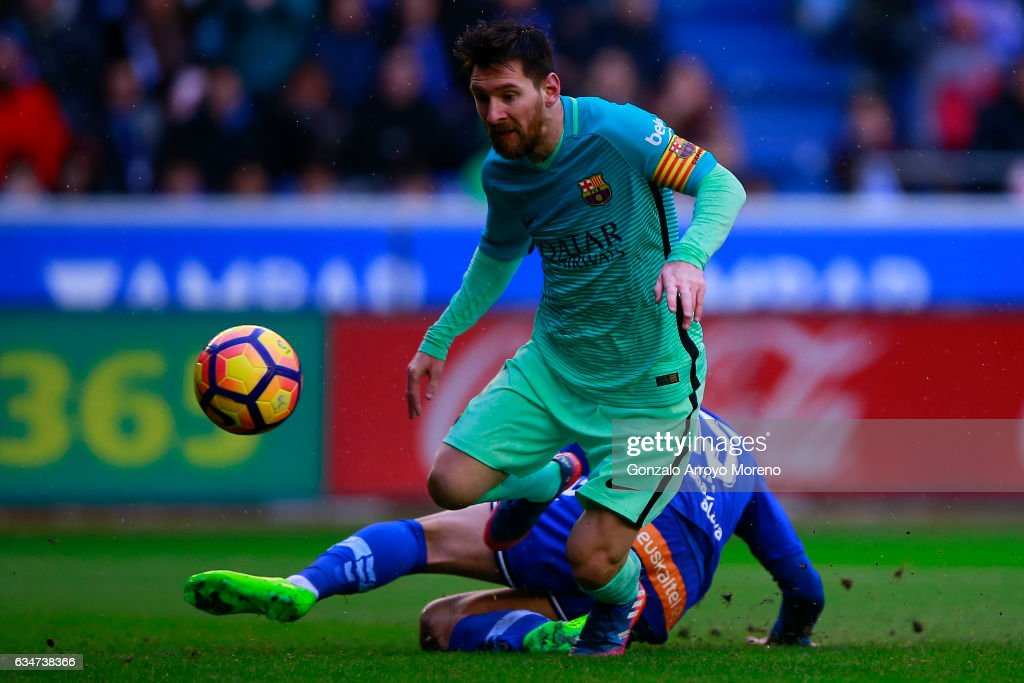 Lionel Messi of FC Barcelona scores their fourth goal during the La Liga match between Deportivo Alaves and FC Barcelona at Estadio de Mendizorroza on February 11, 2017 in Vitoria-Gasteiz, Spain.