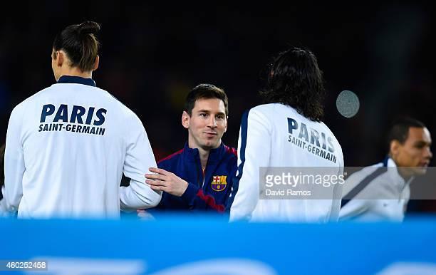 Lionel Messi of FC Barcelona shakes hands with Zlatan Ibraimovic and Edinson Cavani of Paris SaintGermain FC prior to the UEFA Champions League group...