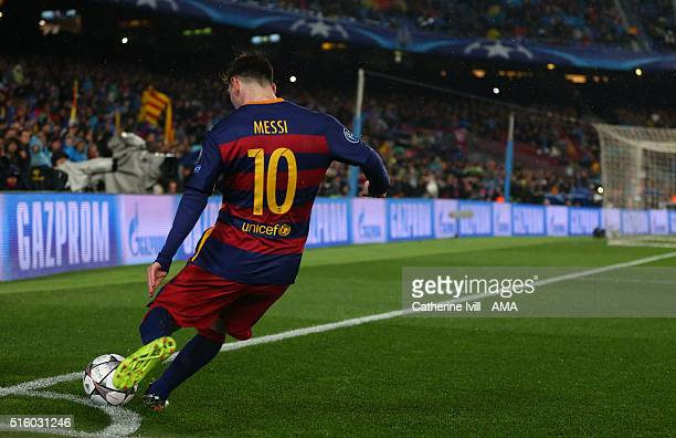 Lionel Messi of FC Barcelona takes a corner kick during the UEFA Champions League match between FC Barcelona and Arsenal at Camp Nou on March 16 2016...