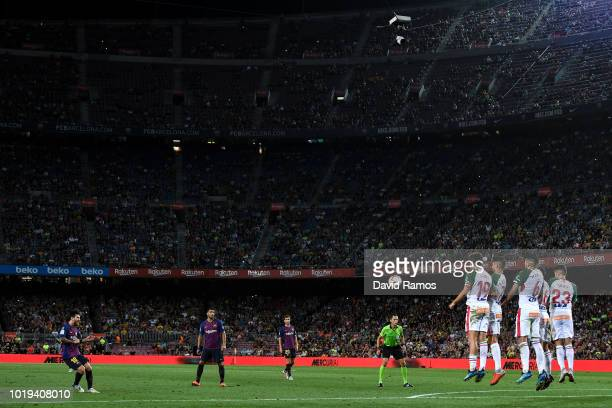 Lionel Messi of FC Barcelona takes a free kick during the La Liga match between FC Barcelona and Deportivo Alaves at Camp Nou on August 18 2018 in...