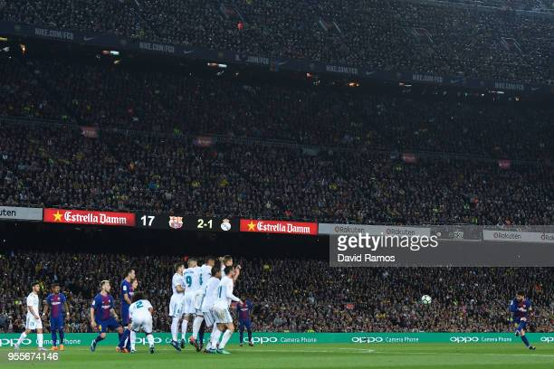 Lionel Messi of FC Barcelona takes a free kick during the La Liga match between Barcelona and Real Madrid at Camp Nou on May 6 2018 in Barcelona Spain