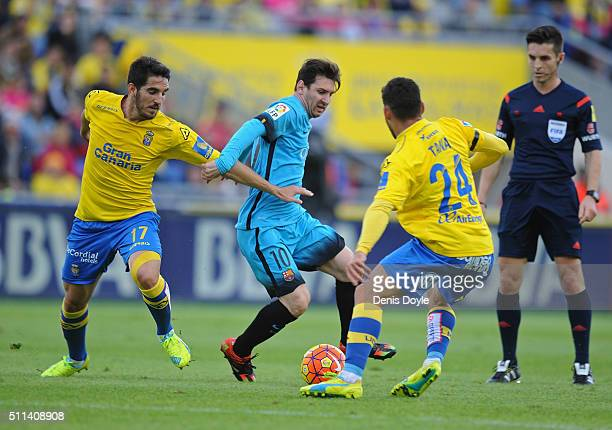 Lionel Messi of FC Barcelona takes on Pedro Bigas and Tanausu Dominguez ÔÕTanaÕÕ of UD Las Palmas during the La Liga match between UD Las Palmas and...