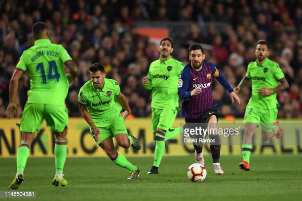 Lionel Messi of FC Barcelona takes on the Levante UD defense during the La Liga match between FC Barcelona and Levante UD at Camp Nou on April 27...
