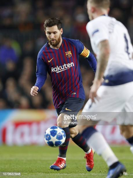 Lionel Messi of FC Barcelona Toby Alderweireld of Tottenham Hotspur FC during the UEFA Champions League group B match between FC Barcelona and...