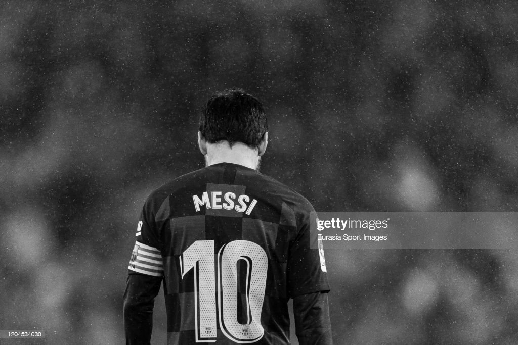Lionel Messi Of Fc Barcelona Walks In The Field During The Liga Match News Photo Getty Images
