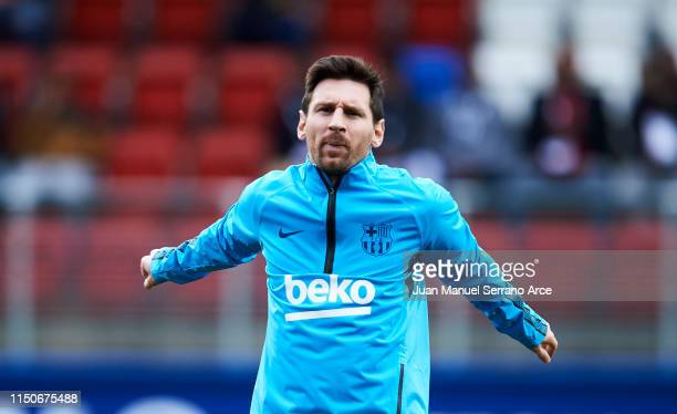 Lionel Messi of FC Barcelona warms up during the La Liga match between during the La Liga match between SD Eibar and FC Barcelona at Ipurua Municipal...