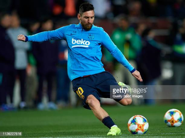 Lionel Messi of FC Barcelona warms up prior to the Copa del Quarter Final Second Leg match between FC Barcelona and Sevilla FC at Nou Camp on January...