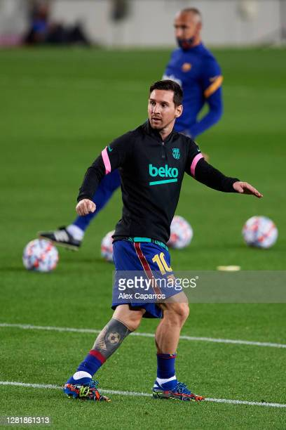 Lionel Messi of FC Barcelona warms up prior to the UEFA Champions League Group G stage match between FC Barcelona and Ferencvaros Budapest at Camp...