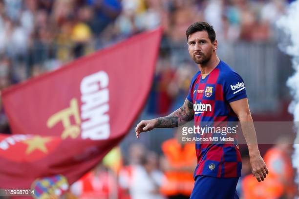 Lionel Messi of FC Barcelona waves to supporters ahead of the match between FC Barcelona and Arsenal at Nou Camp on August 04 2019 in Barcelona Spain