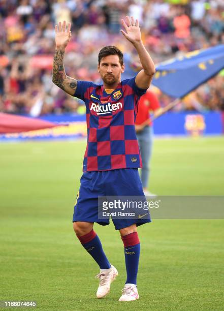 Lionel Messi of FC Barcelona waves to the crowd prior to the Joan Gamper trophy friendly match at Nou Camp on August 04 2019 in Barcelona Spain