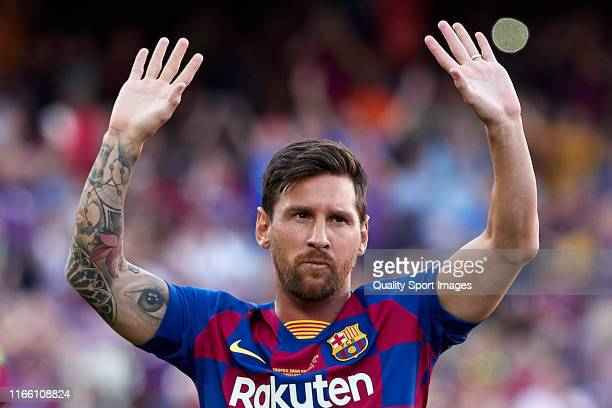 Lionel Messi of FC Barcelona waves to the crowd prior to the Joan Gamper Trophy match between FC Barcelona and Arsenal at Nou Camp on August 04 2019...