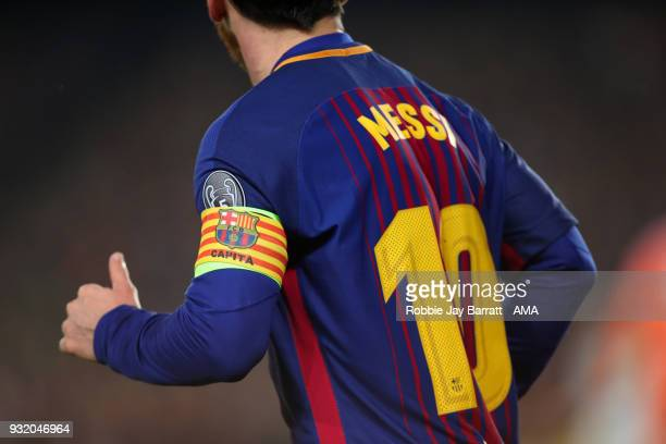 Lionel Messi of FC Barcelona wears the captains armband during the UEFA Champions League Round of 16 Second Leg match FC Barcelona and Chelsea FC at...