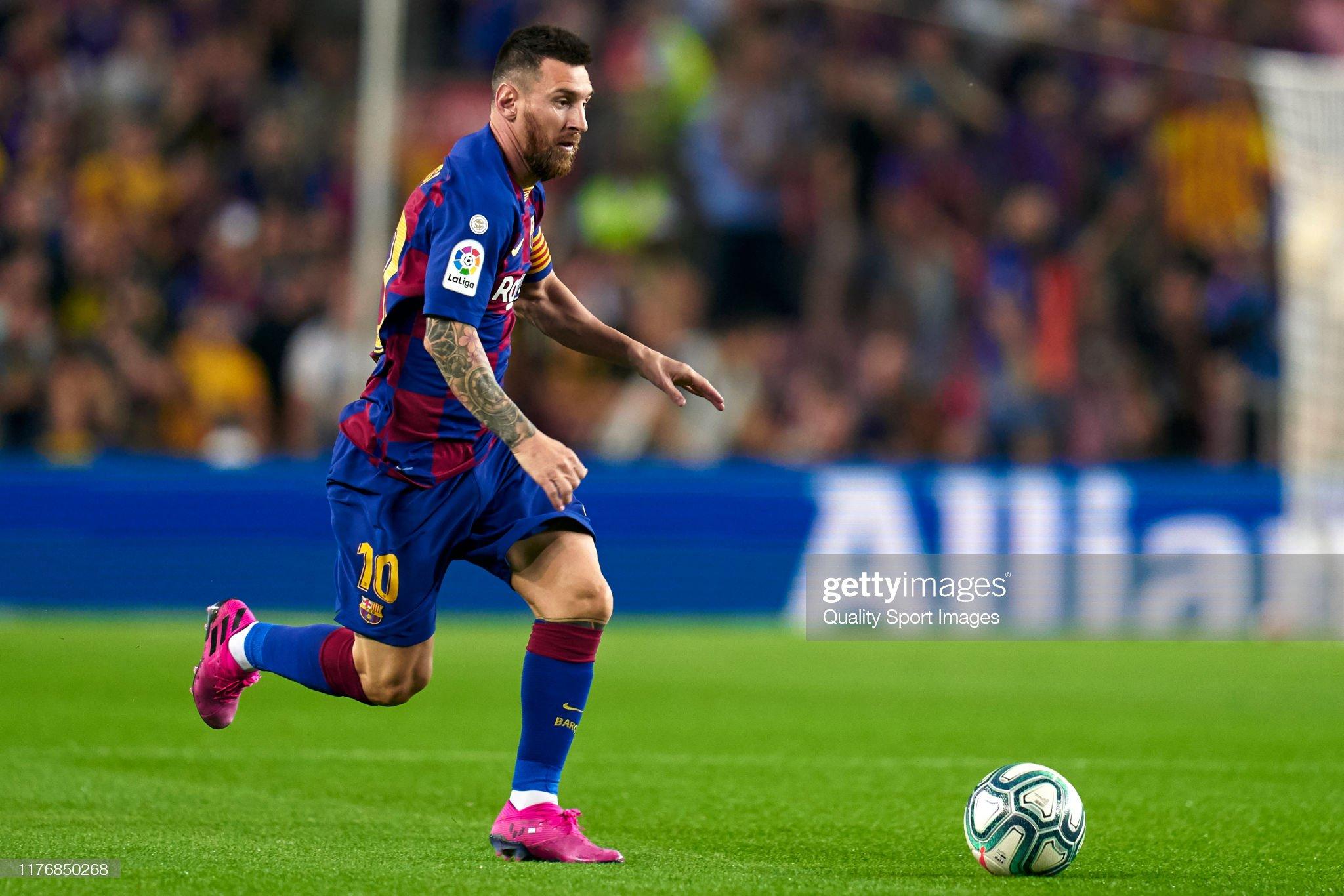 صور مباراة : برشلونة - فياريال 2-1 ( 24-09-2019 )  Lionel-messi-of-fc-barcelona-with-the-ball-during-the-liga-match-fc-picture-id1176850268?s=2048x2048
