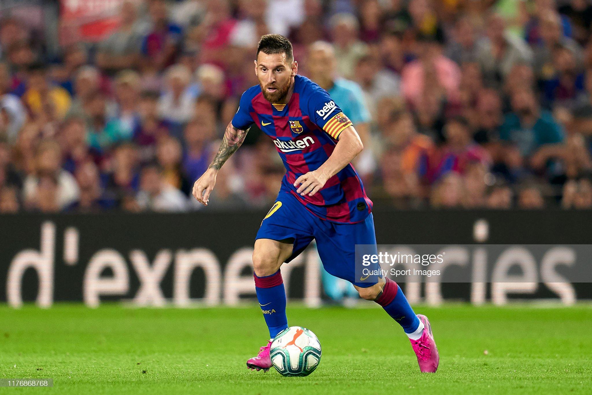 صور مباراة : برشلونة - فياريال 2-1 ( 24-09-2019 )  Lionel-messi-of-fc-barcelona-with-the-ball-during-the-liga-match-fc-picture-id1176868768?s=2048x2048
