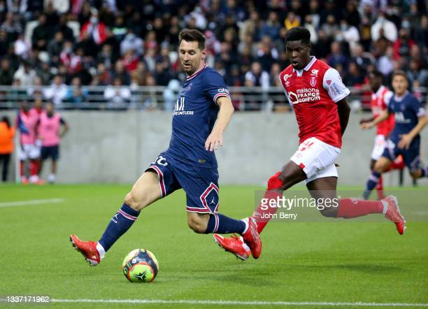 Lionel Messi of PSG, Marshall Munetsi of Reims during the Ligue 1 Uber Eats match between Stade Reims and Paris Saint Germain at Stade Auguste...