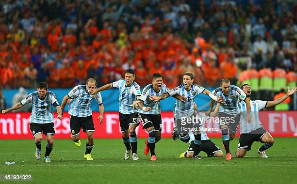Lionel Messi Pablo Zabaleta Martin Demichelis Marcos Rojo Lucas Biglia Javier Mascherano Rodrigo Palacio and Ezequiel Garay of Argentina celebrate...