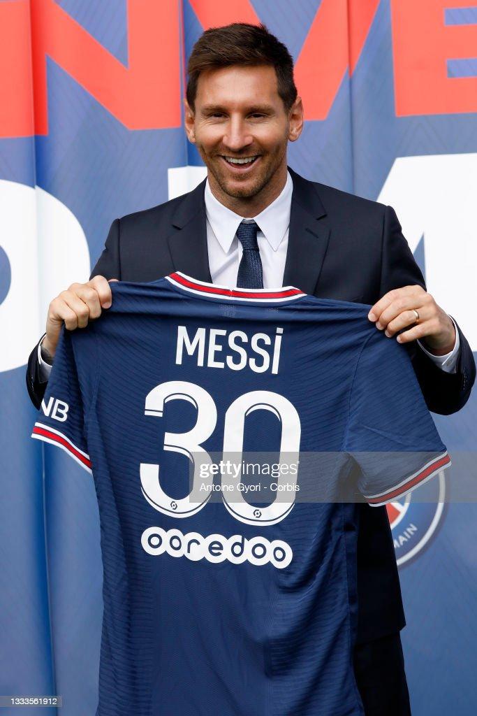 Paris Saint-Germain Formally Presents Lionel Messi At Parc des Princes : News Photo