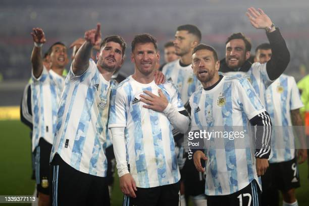 Lionel Messi, Rodrigo De Paul, and Alejandro Gomez of Argentina look at the stands after during a match between Argentina and Bolivia as part of...