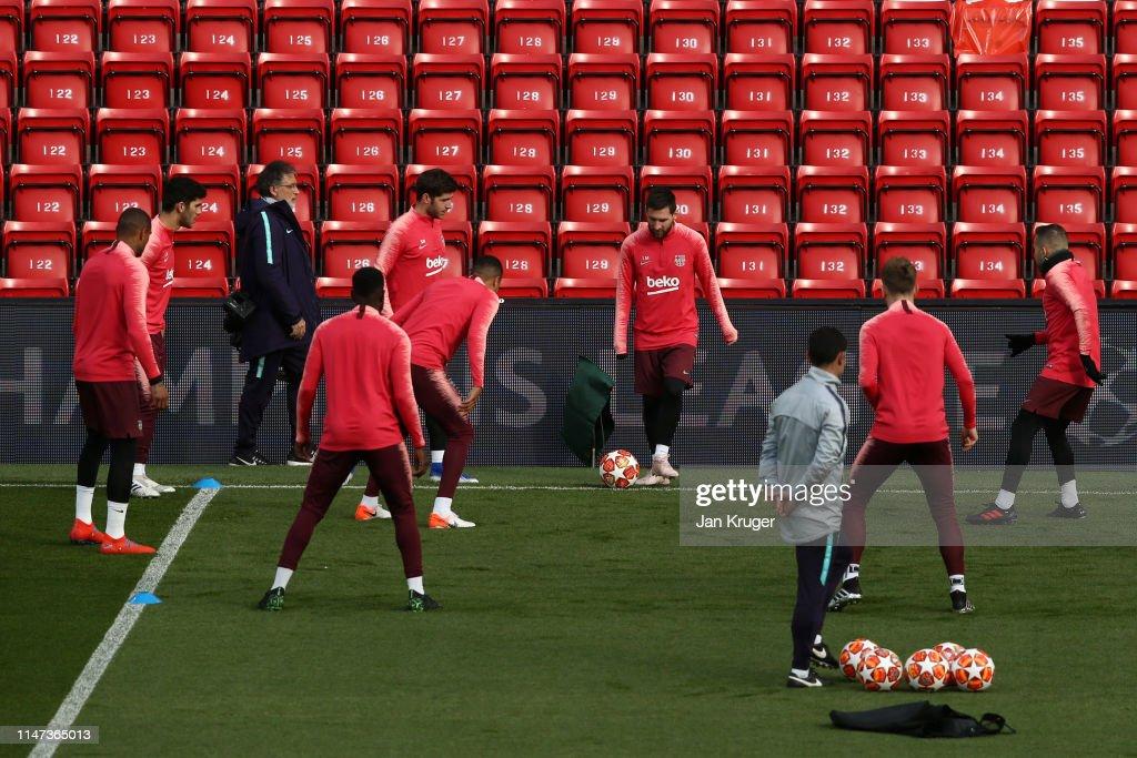 Barcelona Training & Press Conference : News Photo