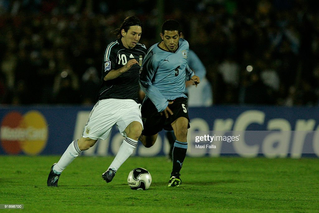 Uruguay v Argentina - 2010FIFA World Cup Qualifier : News Photo