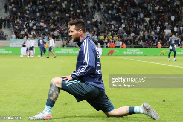 Lionel Messi warms up prior the international friendly match between Argentina and Uruguay at Bloomfield Stadium on November 18, 2019 in Tel Aviv,...