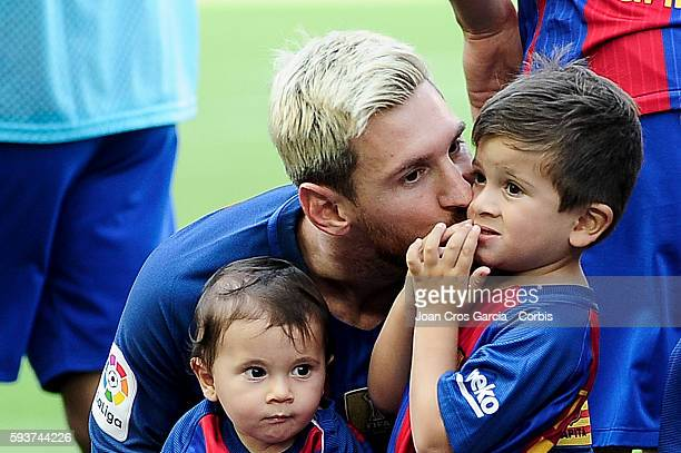 Lionel Messi with his sons Mateo and Thiago attends the FC Barcelona vs Real Betis Balompié at Nou Camp on August 20 2016 in Barcelona Spain 'n