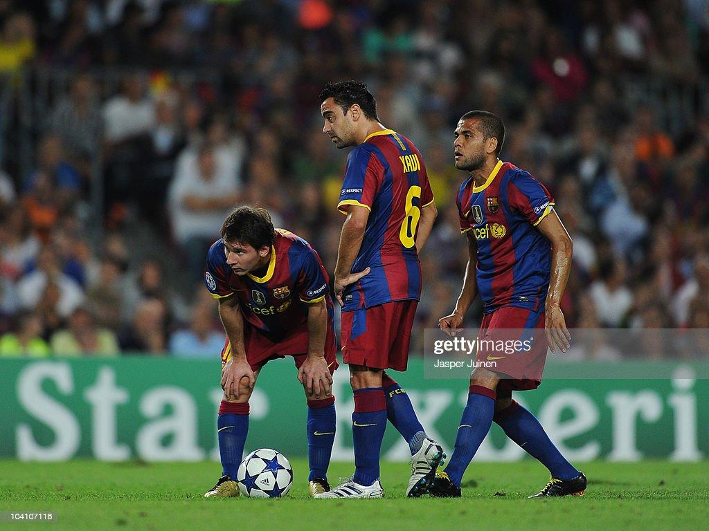 Lionel Messi Xavi Hernandez And Daniel Alves Of Barcelona Line Up A News Photo Getty Images