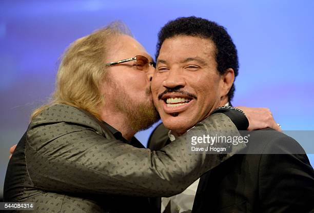 Lionel Richie accepts the O2 Silver Clef Award from Barry Gibb during the Nordoff Robbins O2 Silver Clef Awards on July 1, 2016 in London, United...