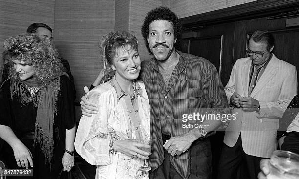 Lionel Richie and Tanya Tucker pose for a portrait at a Jobete music party to honor Otis Blackwell on October 12 1986 in Nashville Tennessee