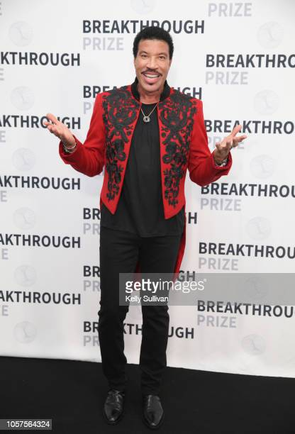Lionel Richie attends the 2019 Breakthrough Prize at NASA Ames Research Center on November 4 2018 in Mountain View California