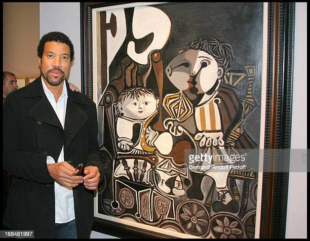 Lionel Richie in front of Pablo Picasso's 'Paloma and Claude' at Lionel Richie Visits The 24th Biennale Des Antiquaires At Grand Palais In Paris