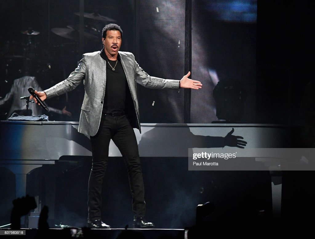 Lionel Richie Performs At Td Garden On August 22 2017 In Boston News Photo Getty Images