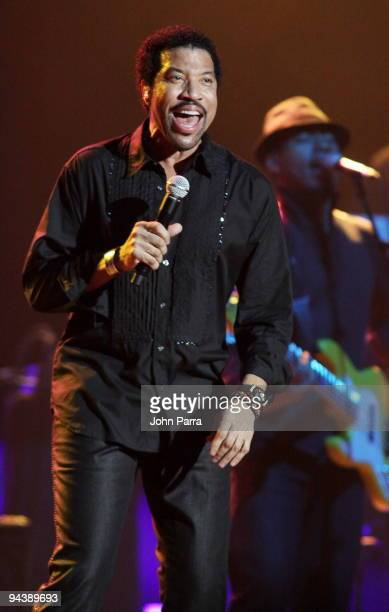 Lionel Richie performs at Hard Rock Live! in the Seminole Hard Rock Hotel & Casino on December 13, 2009 in Hollywood, Florida.