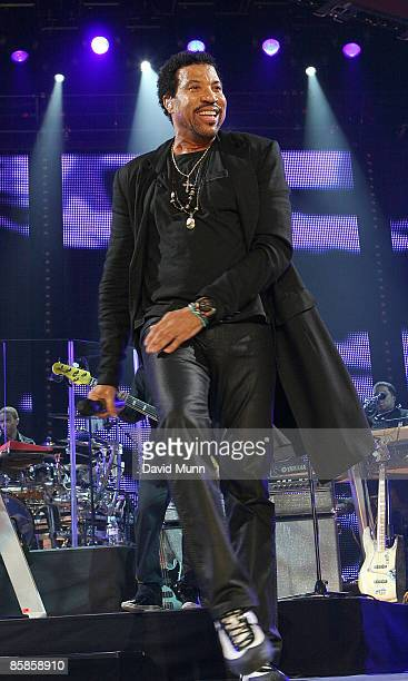 Lionel Richie performs at Liverpool Echo Arena on April 7, 2009 in Liverpool, England