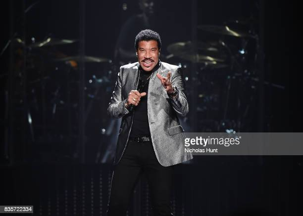 Lionel Richie With Very Special Guest Mariah Carey In Concert New York New York Stock Photos And