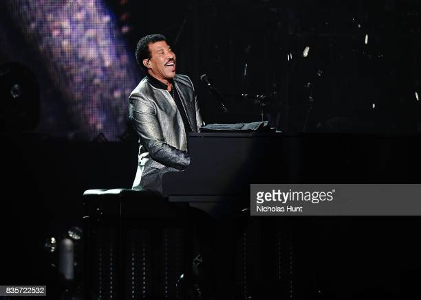 Lionel Richie With Very Special Guest Mariah Carey In Concert New York New York Stock Fotos Und