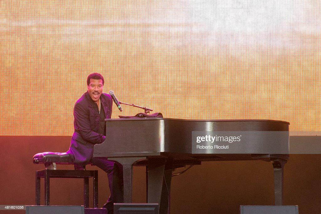 Lionel Richie Performs At Edinburgh Castle : ニュース写真