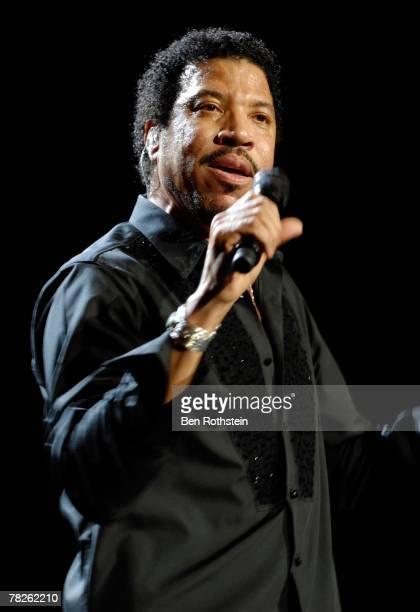 Lionel Richie performs on stage at the Brisbane Entertainment Centre on December 5, 2007 in Brisbane, Australia.