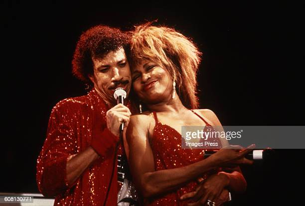 Lionel Richie performs with Tina Turner circa 1985