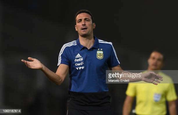 Lionel Scaloni coach of Argentina gestures during a friendly match between Argentina and Mexico at Mario Kempes Stadium on November 16 2018 in...