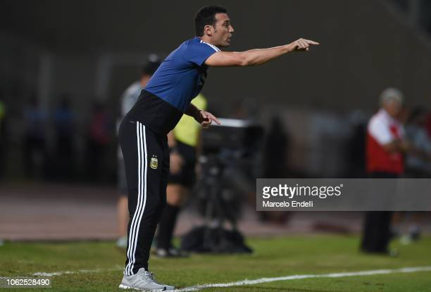 Lionel Scaloni coach of Argentina gives instructions to his players during a friendly match between Argentina and Mexico at Mario Kempes Stadium on...