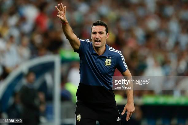 Lionel Scaloni coach of Argentina gives instructions to his players from the sidelines during the Copa America Brazil 2019 quarterfinal match between...