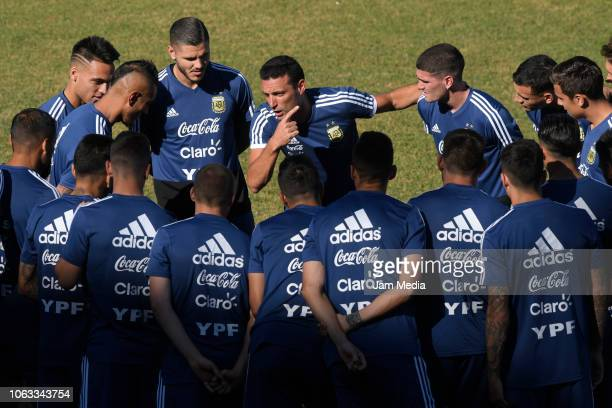 Lionel Scaloni coach of Argentina talks with his players during a training session ahead of the international friendly match against Mexico on...