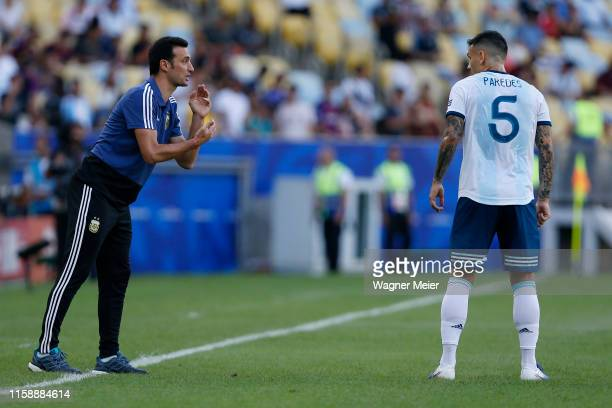 Lionel Scaloni head coach of Argentina gives instructions to Leandro Paredes of Argentina during the Copa America Brazil 2019 quarterfinal match...