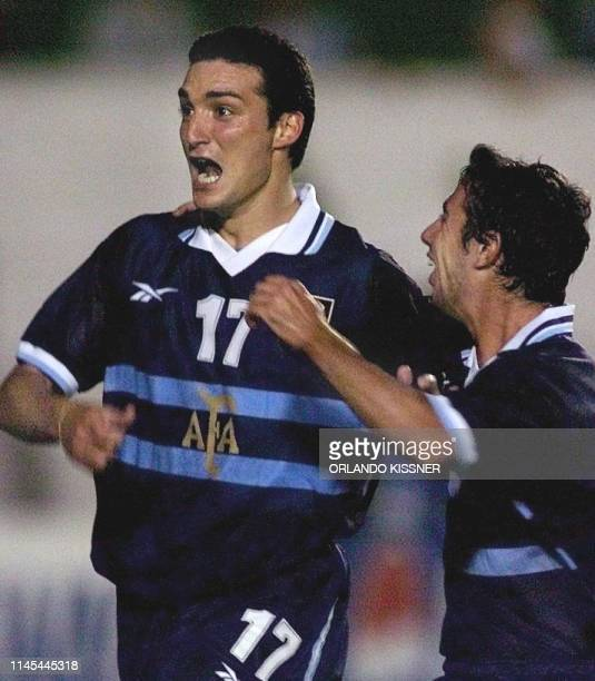 Lionel Scaloni of Argentina celebrates his goal with Mariano Messera 04 February 2000 in Londrina Brazil Lionel Scaloni de Argentina festeja con...