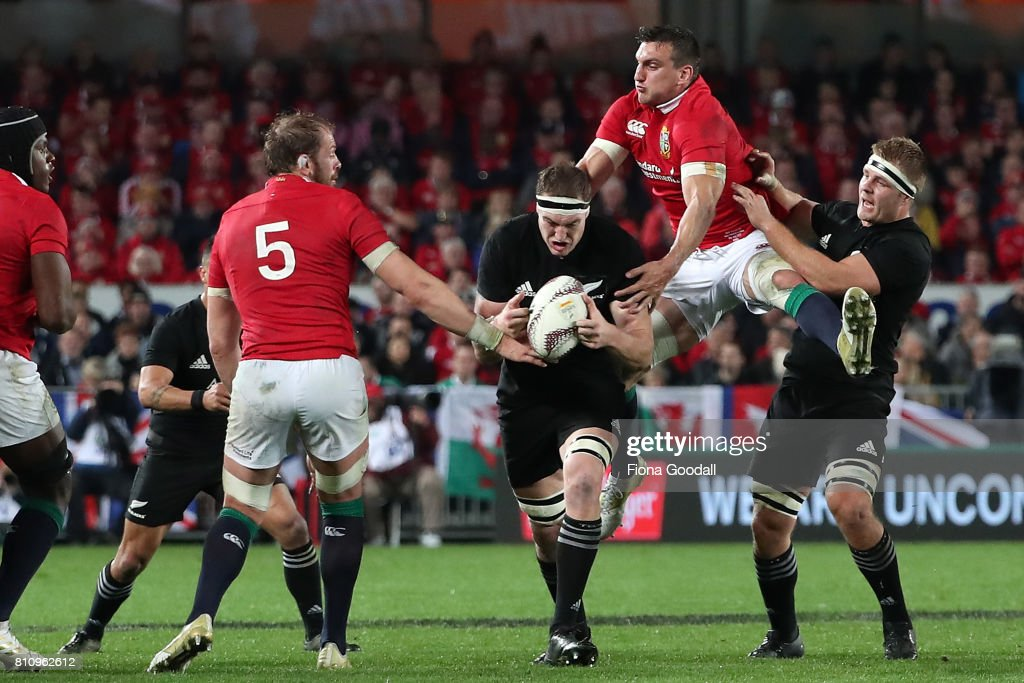 Lions captain Sam Warburton (CR) gets between Brodie Retallick (C) and Sam Cane (R) of the All Blacks during the Test match between the New Zealand All Blacks and the British & Irish Lions at Eden Park on July 8, 2017 in Auckland, New Zealand.